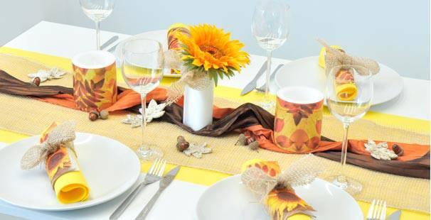 herbstliche tischdeko im herbst coole tafeln ideen blatter orange tischdekoration zum 50. Black Bedroom Furniture Sets. Home Design Ideas