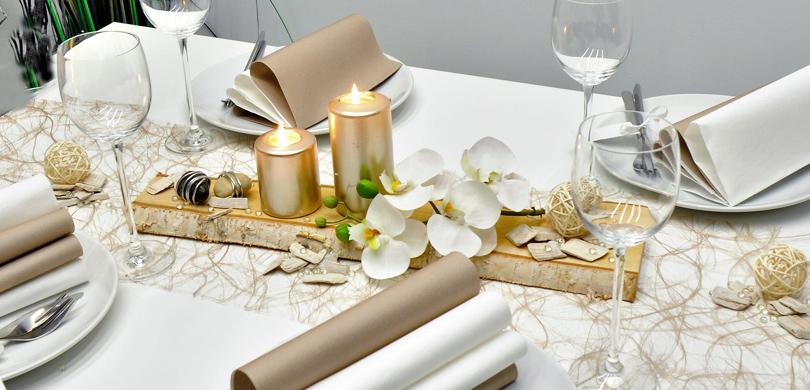 moderne tischdeko in greige und pearl mit birke und hochgl nzenden kerzen zu verschiedenen. Black Bedroom Furniture Sets. Home Design Ideas