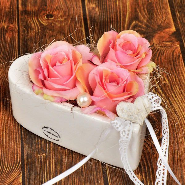Herzschale mit 3 Rosen in Geschenkverpackung