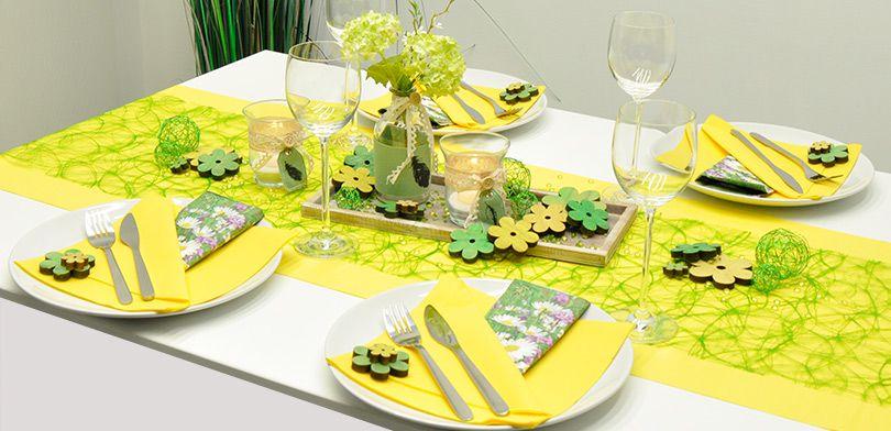 Sommerliche Tischdekoration In Gelb Kombiniert Mit Grun