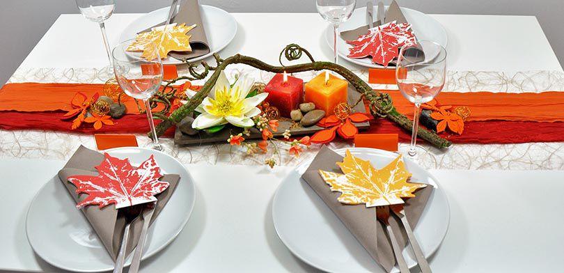 Herbstliche Tischdekoration In Rot Und Orange