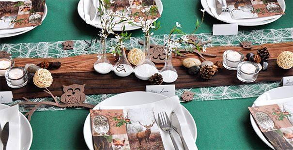 Herbstliche Tischdekoration in Grün, Creme und Braun