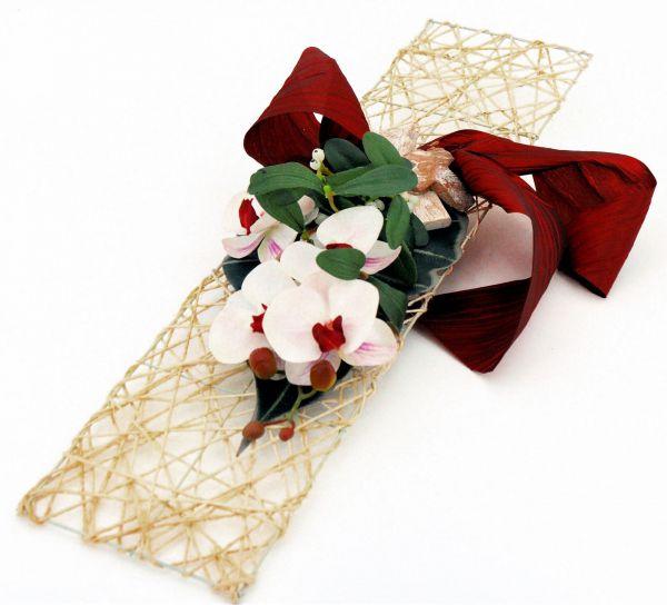 Grabschmuck Orchideen-Gesteck auf Sisal- Platte Bordeaux-Weiß bei Tischdeko-Shop.de