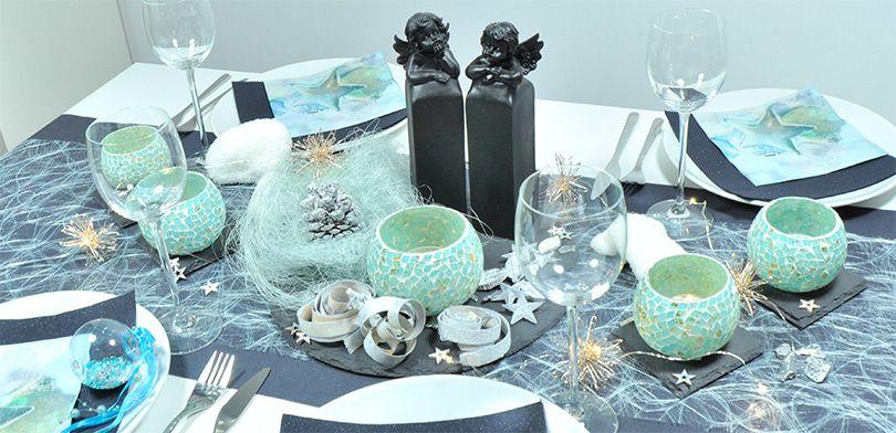 Elegante Weihnachtliche Tischdekoration In Schwarz Und Mint
