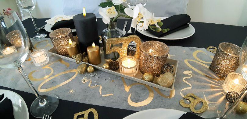 Elegante Tischdekoration Zur Goldhochzeit Schwarz Gold