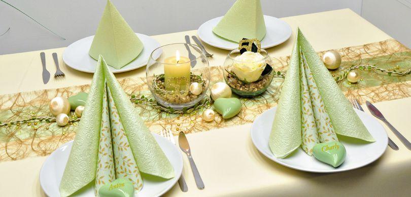 Elegante Tischdekoration In Gold Und Hellgrun Zur Goldenen Hochzeit