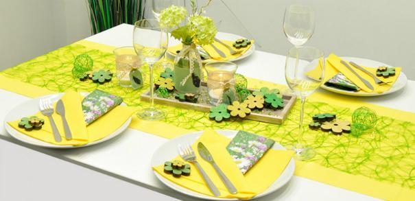Tischdekoration in Gelb kombiniert mit Gruen