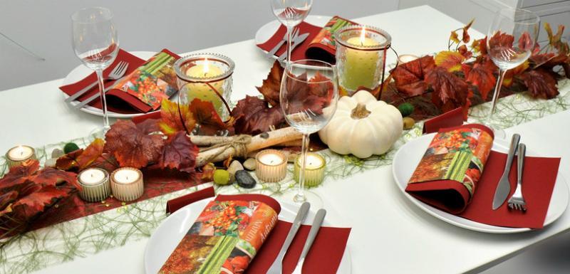 Tischdekoration Bordeaux Moosgruen Herbst
