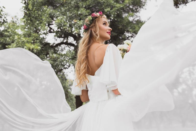 Das Brautkleid und die Tischdeko