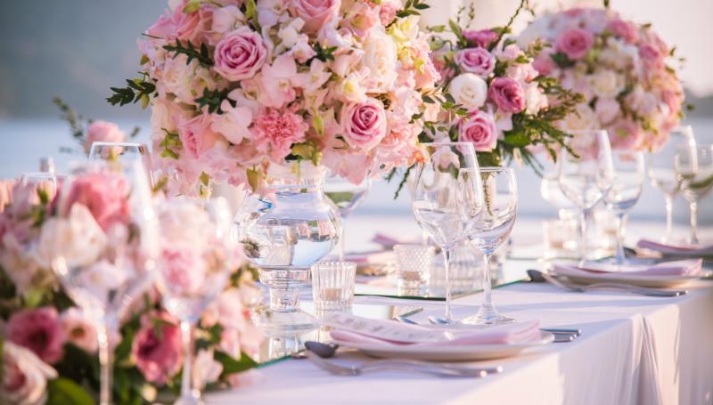 Festliche Hochzeitsdekoration für den schönsten Tag des Lebens
