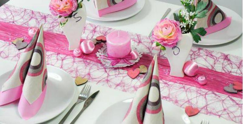 Vintage Tischdekoration in Erika und Himbeere zur Hochzeit