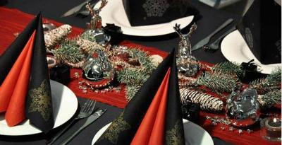 Winterliche Tischdekoration Schwarz Rot Silber