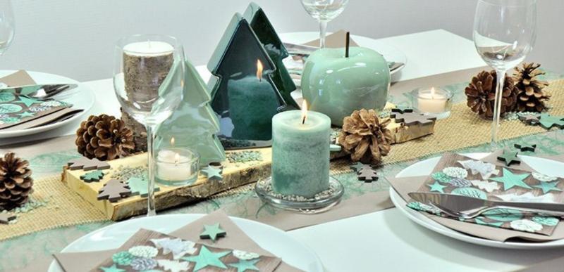 Tischdekoration in Gruen und Mint mit Tannen zur Weihnachtszeit