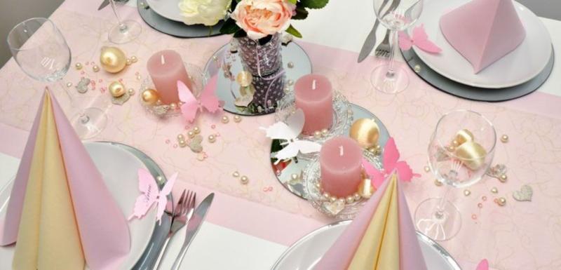 Tischdekoration in Rosa und Creme