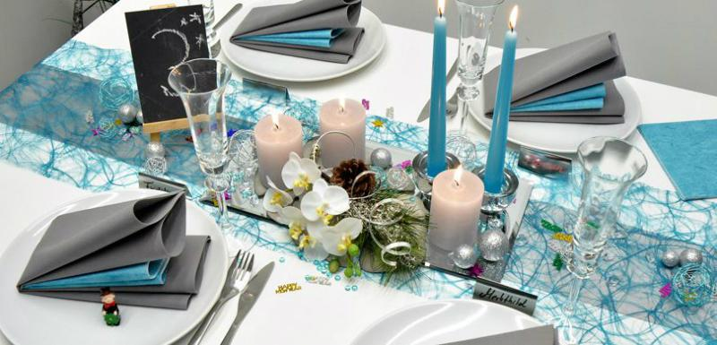 Silvester Tischdekoration in Tuerkis und Silber