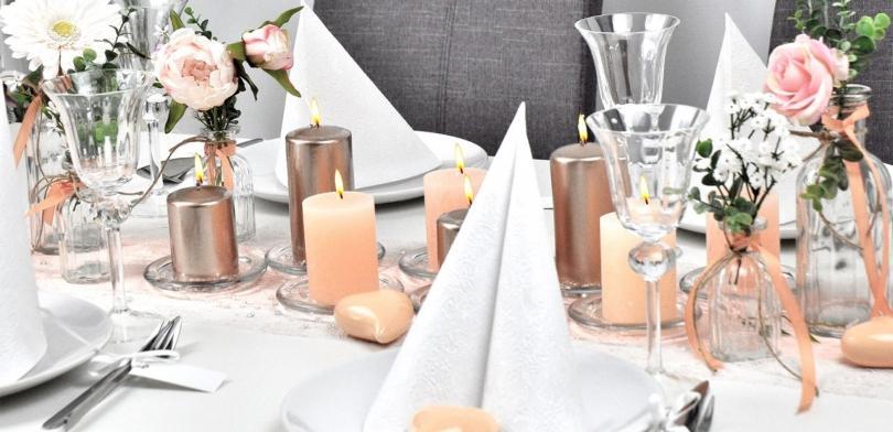 tischdekoration-goldhochzeit-apricot-lachs-hochzeitsarten