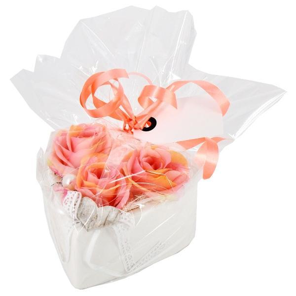 herzschale-mit-3-rosen-in-geschenkverpackung-geschenke-versenden-lassen