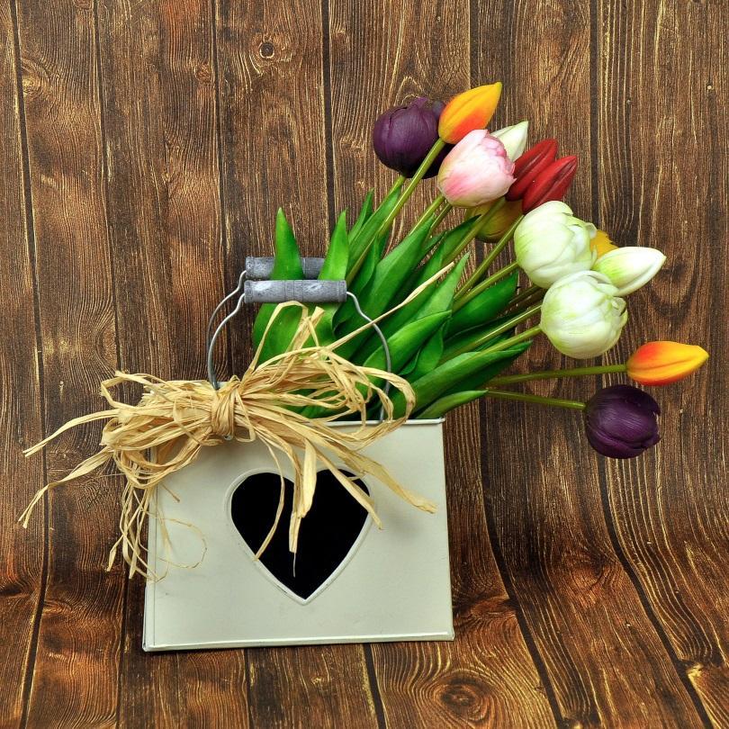 Herz-Tasche mit buntem Tulpenstrauß