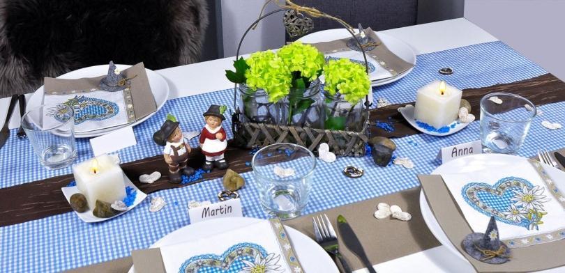 Tischdekoration-Bayerisch-Blau-Taupe echtes-bayerisches-weisswurstfruehstueck