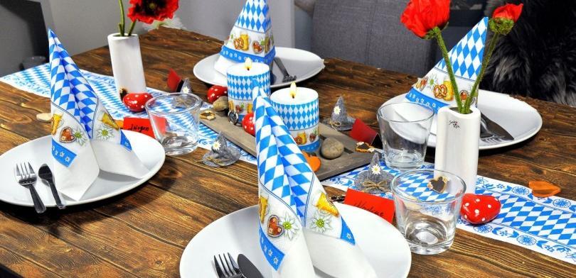 Tischdekoration-Bayerisch-mit-Herzen echtes-bayerisches-weisswurstfruehstueck