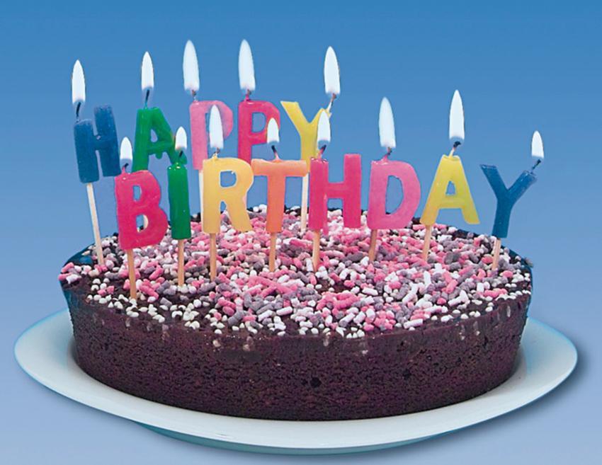 kerzen-buchstaben-happy-birthday-geburtstagsrezepte
