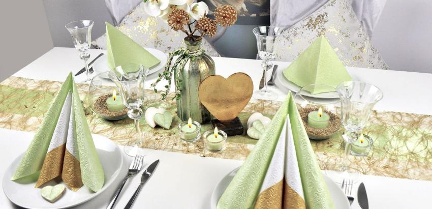 Tischdekomaterial in Gold und Hellgrün zur Hochzeit