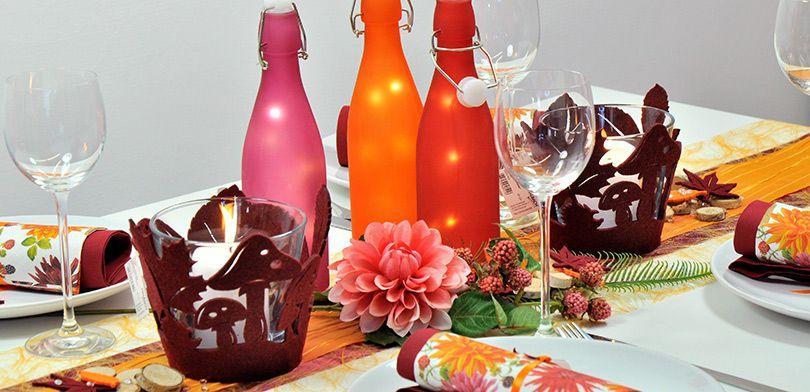 Tischdekoration in Orange mit Bordeaux