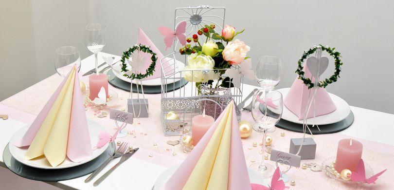 Tischdekoration in Rosa und Creme im Vintage-Look