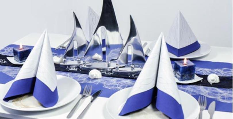Maritime Tischdekoration in Blau im silbernen Alu-Schiffen - Tischkonzepte für Meeresdeko