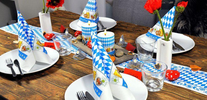 Bayerische Tischdekoration zum Oktoberfest - bayrisches Frühstück