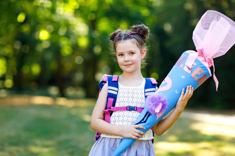 Mädchen mit Schultüte - für eine fröhliche Einschulungsfeier