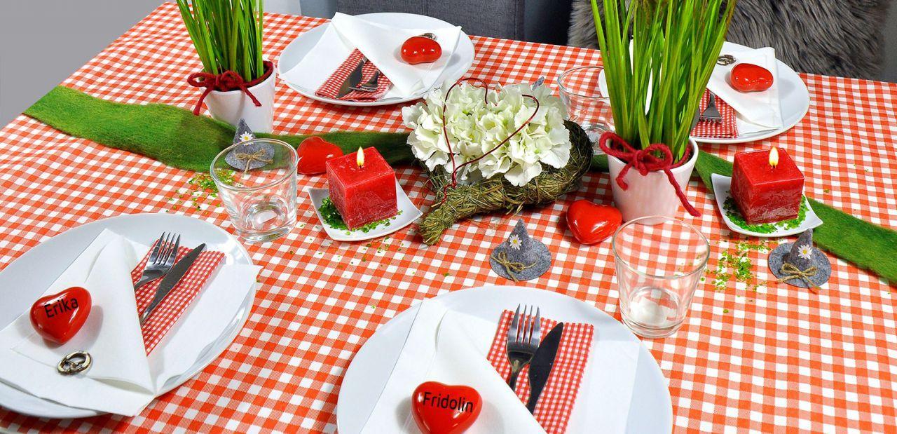 Bayerische Tischdekoration in Rot und Weiß