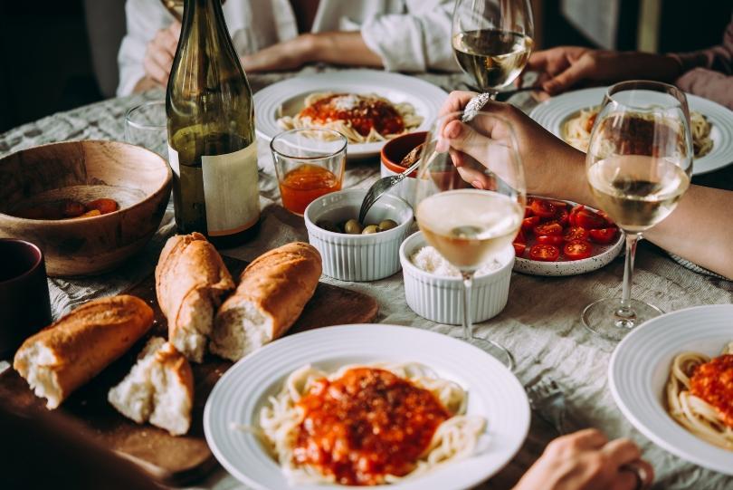 mediterranes, italienisches Essen, Pasta, Baguette - Mittelmeer-Deko