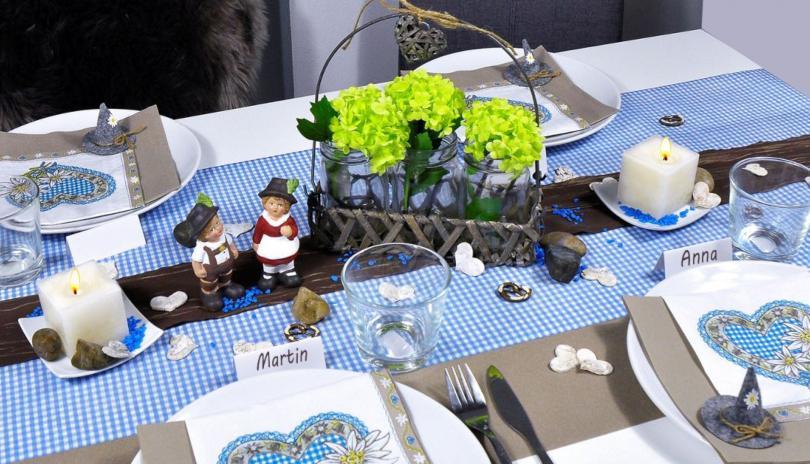Bayerische Tischdekoration in Blau Taupe