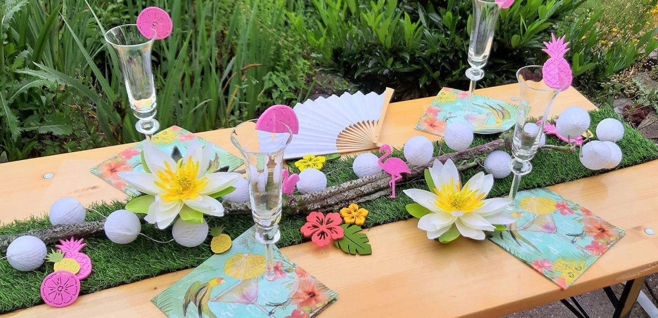 Sommerliche Tischdeko mit Gras-Tischband