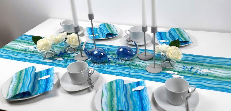 Tischdekoration Wave mit Tischläufer und passender Serviette mit Wellenmotiv