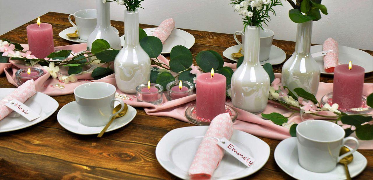 Romantische Tischdekoration zur Hochzeit mit zartrosa Softsamt