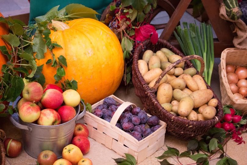 Obst und Gemüse aus der Erntedank-Zeit
