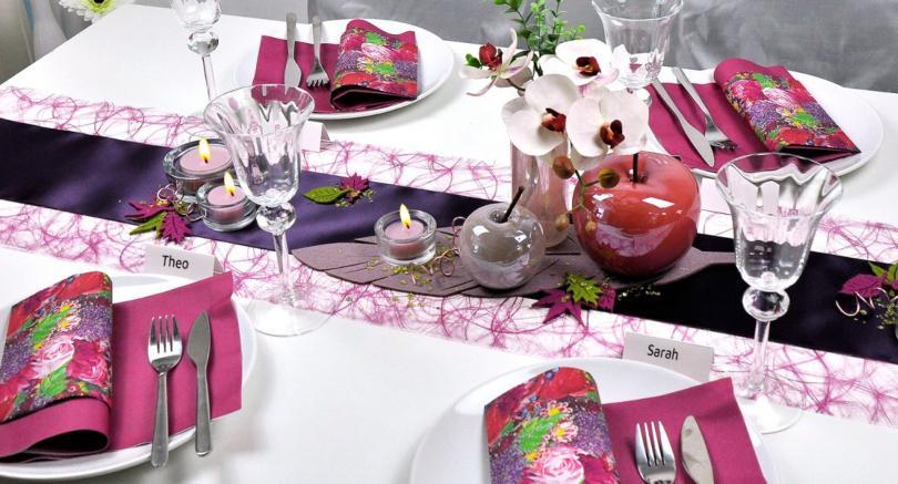 Tischdekoration in Erika mit Filzblättern - Schöne Herbsttischdeko