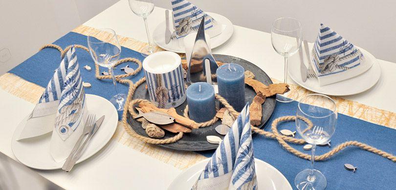Maritime Tischdekoration in Jeansblau mit Sisal und Schiffen
