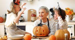 Kinder und Großmutter an Halloween - Halloweentischdeko