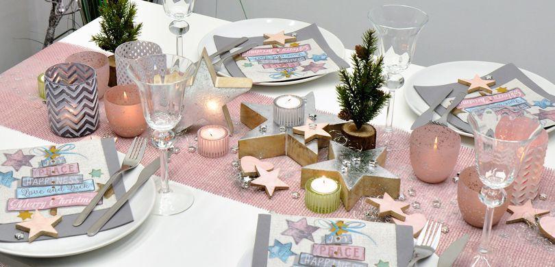 Vintage-Tischdekoration in Rosa und Silber für die Weihnachtszeit