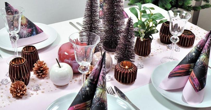 Tischdekoration in Rosa mit Glitterbäumchen