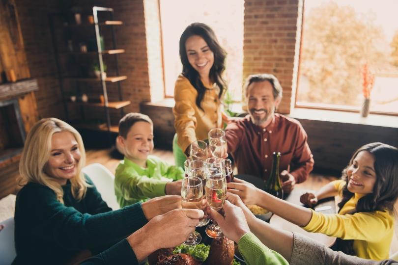 Familie feiert Einweihungsfeier