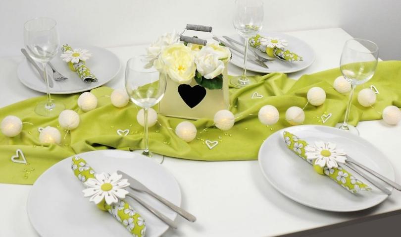 Tischdekoration zum Muttertag Grüne Samtwiese