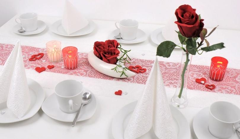 Tischdekoration zum Muttertag Rote Rosen