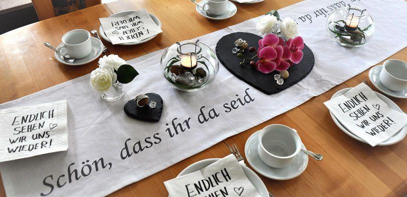 Tischdekoration «Schön, dass ihr da seid»