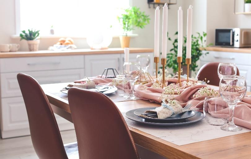Tischdekoration in der Küche mit Kerzen - Kerzenarrangement