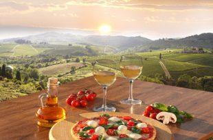 Italenische Landschaft, gedeckter Tisch im Vordergrund - Südländische Deko