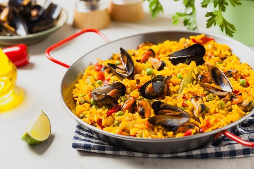 Paella mit Muscheln